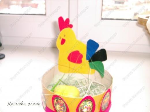 Курочка с корзиной под пасхальные яички. Схему давно нашла в просторах интернета, где-то на детских сайтах.  фото 2