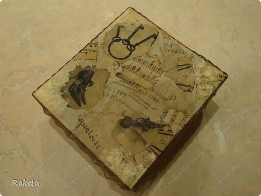 вот такую коробочку смастерила для упаковки подарка по МК Анюта001, http://stranamasterov.ru/node/85978?c=favorite ,за что спасибо огромное! коробку взяла готовую из-под детской обувки. фото 2