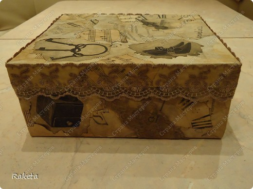 вот такую коробочку смастерила для упаковки подарка по МК Анюта001, http://stranamasterov.ru/node/85978?c=favorite ,за что спасибо огромное! коробку взяла готовую из-под детской обувки. фото 1