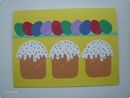 Еще одна открыточка. Совсем простенькая.Снизу куличики, вверху - бордюр из крашеных яиц.