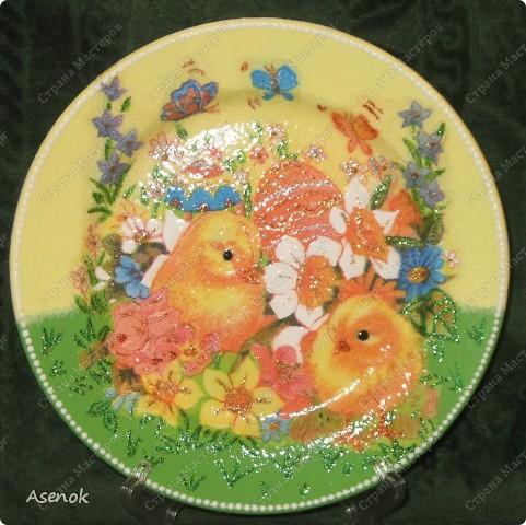 Увидев тарелочку которую я делала для свекрови народ сразу назаказывал у меня 5 тарелок :) Это фото со вспышкой. фото 1