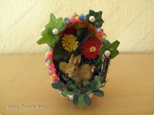 """Этот зайка очень долго ждал свой """"домик""""...  Сделала кракле на яйце, получилось не то, что хотела... Решила оформить """"окошко"""" по другому, чем в предыдущих яйцах,  так оно """"невыразительное"""" получилось.  фото 1"""