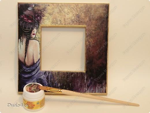 Хочу предложить Вам вариант декора деревянной рамки. Здесь декупаж, состаривание кракелюрным лаком и декор листовой окисленной поталью. фото 3