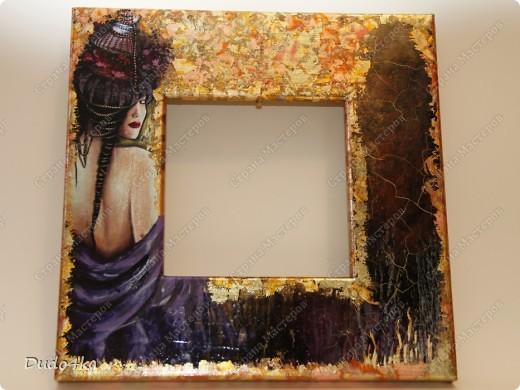 Хочу предложить Вам вариант декора деревянной рамки. Здесь декупаж, состаривание кракелюрным лаком и декор листовой окисленной поталью. фото 1