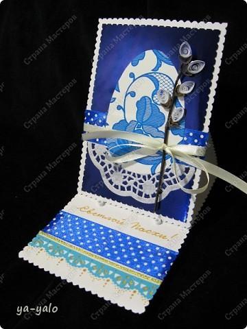 Ещё одна пасхальная открытка - хрупкая веточка вербы, обрамленная разными оттенками синего. Синий я по-прежнему не люблю))) Но уж так сложилось. Нравится глубина этого фольгированного картона фото 1