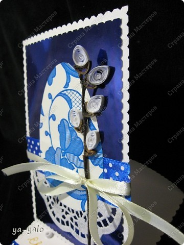 Ещё одна пасхальная открытка - хрупкая веточка вербы, обрамленная разными оттенками синего. Синий я по-прежнему не люблю))) Но уж так сложилось. Нравится глубина этого фольгированного картона фото 7
