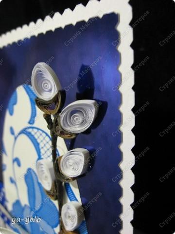 Ещё одна пасхальная открытка - хрупкая веточка вербы, обрамленная разными оттенками синего. Синий я по-прежнему не люблю))) Но уж так сложилось. Нравится глубина этого фольгированного картона фото 9