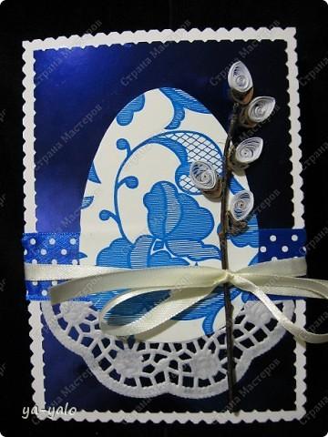 Ещё одна пасхальная открытка - хрупкая веточка вербы, обрамленная разными оттенками синего. Синий я по-прежнему не люблю))) Но уж так сложилось. Нравится глубина этого фольгированного картона фото 2