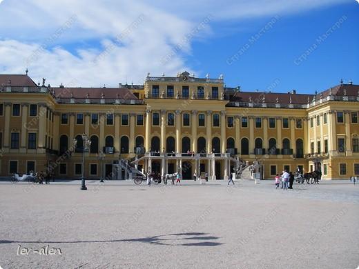 Воодушевившись фотопутешествиями Олесандры и фоторепортажем из московского зоопарка Hani , решила пригласить вас в виртуальное путешествие по парку Дворца Шёнбрунн  ( венской резиденции австрийских императоров ) и расположенному там зоопарку. Построенный в 1752 году в качестве императорского зверинца, он является старейшим зоопарком в мире. В то время зоопарк был доступен только членам императорской семьи. Император Иосиф II особенно любил это место, и сделал немало для развития парка. Он много путешествовал по Африке и Америке, привозя из каждой поездки животных для пополнения коллекции. При нем же, в 1779г., зоопарк открыли для публики, причем бесплатно.  фото 107