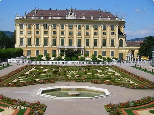 Воодушевившись фотопутешествиями Олесандры и фоторепортажем из московского зоопарка Hani , решила пригласить вас в виртуальное путешествие по парку Дворца Шёнбрунн  ( венской резиденции австрийских императоров ) и расположенному там зоопарку. Построенный в 1752 году в качестве императорского зверинца, он является старейшим зоопарком в мире. В то время зоопарк был доступен только членам императорской семьи. Император Иосиф II особенно любил это место, и сделал немало для развития парка. Он много путешествовал по Африке и Америке, привозя из каждой поездки животных для пополнения коллекции. При нем же, в 1779г., зоопарк открыли для публики, причем бесплатно.  фото 3