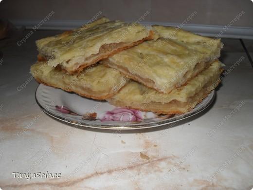 Вот такой пирог получается из слоеное теста приготовленного в домашних условиях!Рецепт здесь: http://stranamasterov.ru/node/180966