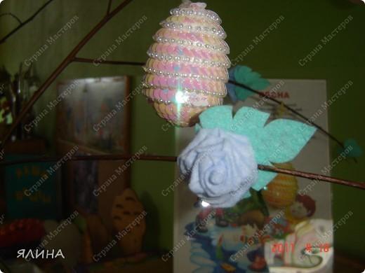 Из хозяйственных тряпочек получаются симпатичные розочки. фото 3