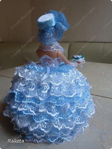 Моя шкатулка с куклой Барби наконец то готова. Делала по МК ineska http://stranamasterov.ru/node/128514?c=favorite, огромнейшее спасибо за идею и подробное объяснение этой красоты! Делала для дочки друзей, на ДР, ей исполнилось 7 лет, в куклы уже не играет, но хотела невесту в пышном платье. Получилась не невеста, но барышня! фото 4