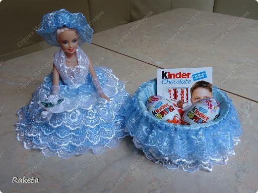 Моя шкатулка с куклой Барби наконец то готова. Делала по МК ineska http://stranamasterov.ru/node/128514?c=favorite, огромнейшее спасибо за идею и подробное объяснение этой красоты! Делала для дочки друзей, на ДР, ей исполнилось 7 лет, в куклы уже не играет, но хотела невесту в пышном платье. Получилась не невеста, но барышня! фото 6