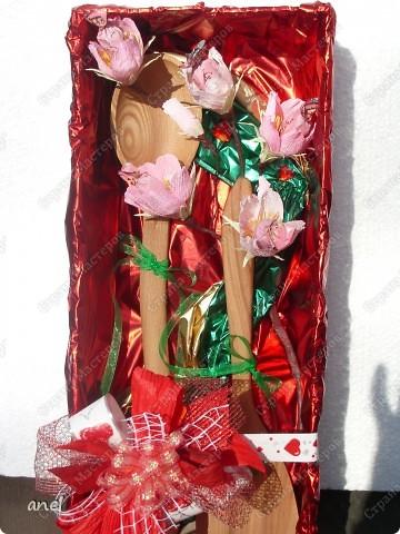 Моя знакомая собралась на годовщин свадьбы,оказалось свадьба деревянная,вот как я ей оформила подарок-деревянную ложечку и лопатку. фото 1