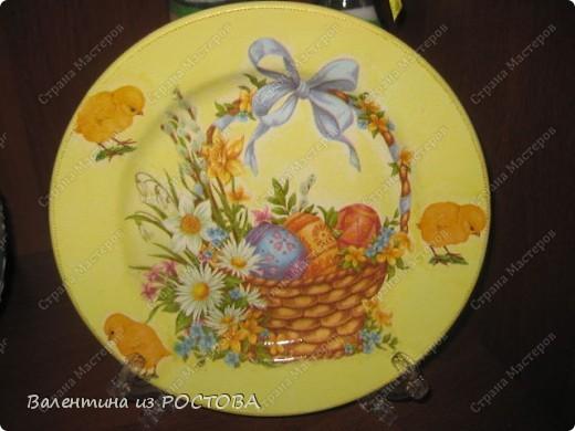Пасхальная тарелочка:украсила блестками и контурами. фото 1