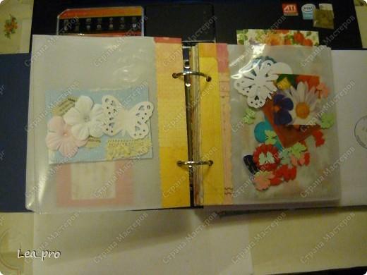 Альбом для АТС. Получив некоторое количество карточек в подарок начинаешь понимать что их надо где-то хранить. А поскольку карточки очень красивые хочется сделать красивый альбом. В интернете долго искала, нашла один интересный вариант: http://mama.tomsk.ru/forums/viewtopic.php?f=117&t=31311&start=0&view=print По мотивам этого альбома сделала свой. фото 9