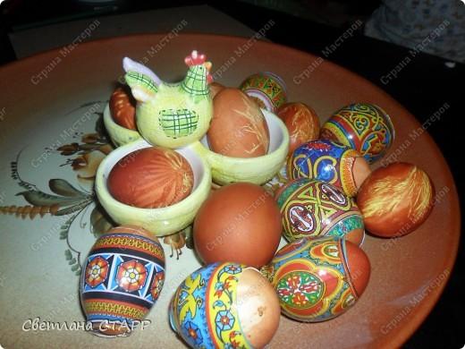 Моя дочь в первый раз красит пасхальные яйца-не судите очень строго! фото 2
