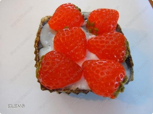 Мыло-скраб Пирожное клубника со сливками и конечно с запахом клубники и кофе фото 2
