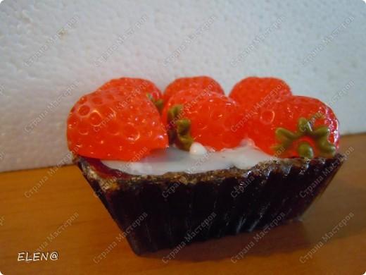 Мыло-скраб Пирожное клубника со сливками и конечно с запахом клубники и кофе фото 1
