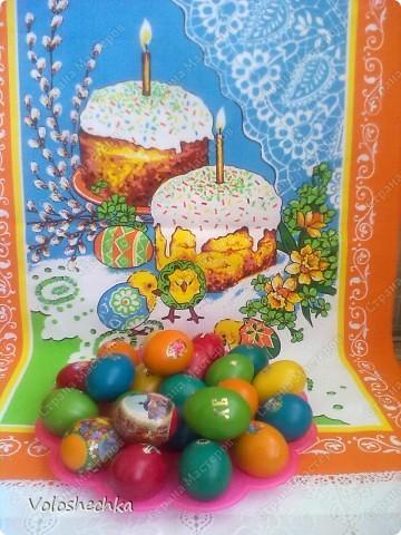 Пасхальный веночек стал украшением праздничного стола. В середину поместила кулич и крашенки. фото 9