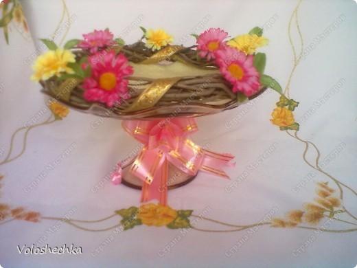 Пасхальный веночек стал украшением праздничного стола. В середину поместила кулич и крашенки. фото 4
