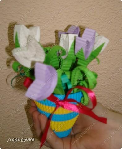 С приходом Весны мы каждый раз наслаждаемся красотой цветения разных растений, особенно покоряет красота цветов!!!!  Вот и нас весна не оставила равнодушными к её красотам. в результате у моих воспитанников получились вот такие вырощенные в горшочках цветы. У кого то это подснежники, у кого то крокусы, у кого то тюльпаны.....главное, что работы делали детки на одном дыхании и с удовольствием!!! фото 18