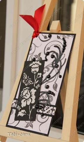 В Питерском Скрапклубе (http://scrapclubspb.blogspot.com/) проводится конкурс авторских тэгов. Сутью задания было создать три авторских тэга на темы:любовь, природа и путешествие,с  использованием как можно большего количества штампов. Очень много сложных и интересных работ, тяжело тягаться с такими талантливыми людьми! И я решила если уж рисковать - то по полной! Создала чёрно-белую серию(ужасно боялась работать в этой гамме) с добавлением красного. Вот что у  меня получилось! :) фото 2