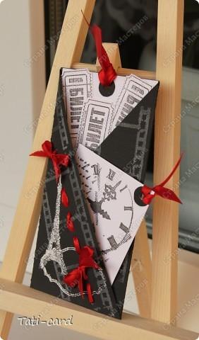 В Питерском Скрапклубе (http://scrapclubspb.blogspot.com/) проводится конкурс авторских тэгов. Сутью задания было создать три авторских тэга на темы:любовь, природа и путешествие,с  использованием как можно большего количества штампов. Очень много сложных и интересных работ, тяжело тягаться с такими талантливыми людьми! И я решила если уж рисковать - то по полной! Создала чёрно-белую серию(ужасно боялась работать в этой гамме) с добавлением красного. Вот что у  меня получилось! :) фото 3