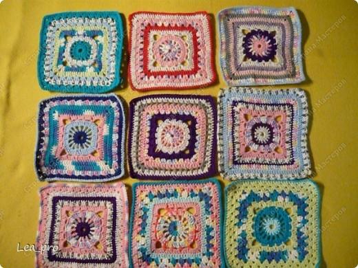 Одеяло, связанное крючком из квадратов 20*20 см почти в полном сборе.  фото 2