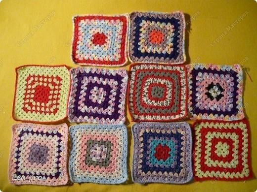Одеяло, связанное крючком из квадратов 20*20 см почти в полном сборе.  фото 3