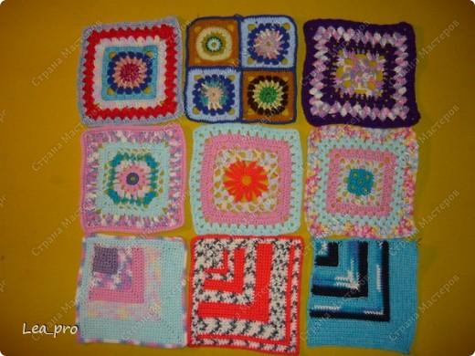 Одеяло, связанное крючком из квадратов 20*20 см почти в полном сборе.  фото 9