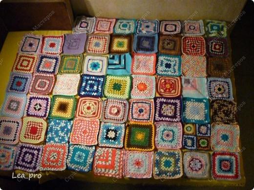 Одеяло, связанное крючком из квадратов 20*20 см почти в полном сборе.  фото 1