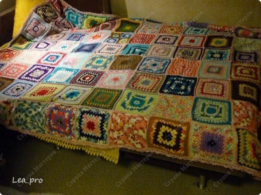Одеяло, связанное крючком из квадратов 20*20 см почти в полном сборе.  фото 10