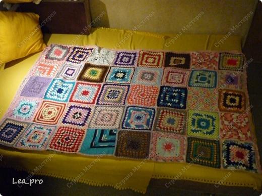 Одеяло, связанное крючком из квадратов 20*20 см почти в полном сборе.  фото 12