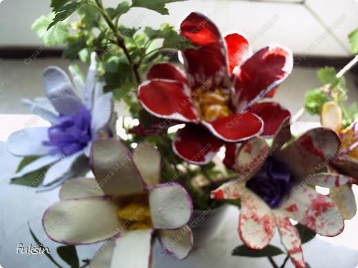 Цветы из яичных упаковок 2 фото 2
