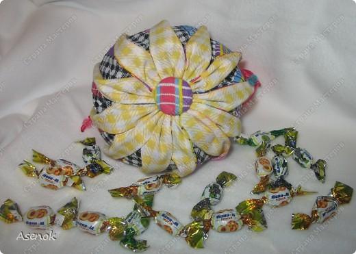 Омияге - это традиционный японский сувенир, который привозят из путешествия друзьям и коллегам. Чаще всего это сладости. Но не будешь же дарить сладости горстями. И японцы придумали дарить конфеты в мешочках. И вот теперь такой мешочек есть и у меня.  фото 3
