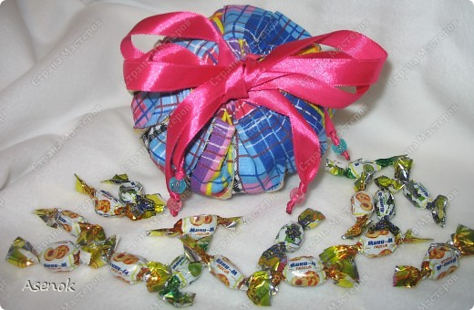 Омияге - это традиционный японский сувенир, который привозят из путешествия друзьям и коллегам. Чаще всего это сладости. Но не будешь же дарить сладости горстями. И японцы придумали дарить конфеты в мешочках. И вот теперь такой мешочек есть и у меня.  фото 4