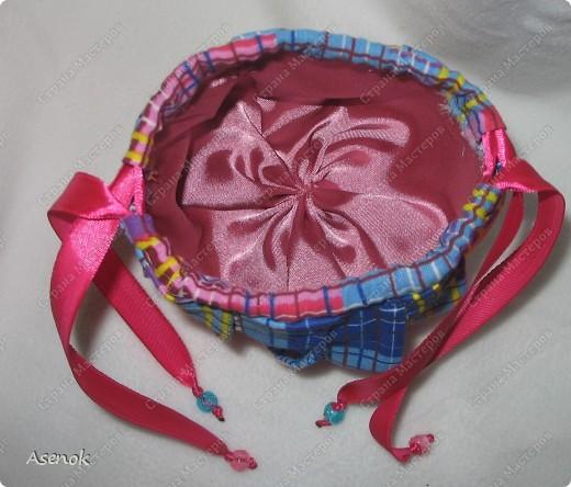 Омияге - это традиционный японский сувенир, который привозят из путешествия друзьям и коллегам. Чаще всего это сладости. Но не будешь же дарить сладости горстями. И японцы придумали дарить конфеты в мешочках. И вот теперь такой мешочек есть и у меня.  фото 5