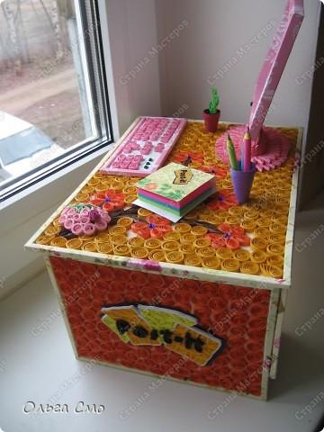 Вот такую работу сделала на заказ. Формат столешницы А4. Монитор, клавиатура и стол собраны из рамок. Рамки собраны из декоративного картона, который сделала при помощи салфеток и пищевой пленки.  фото 7
