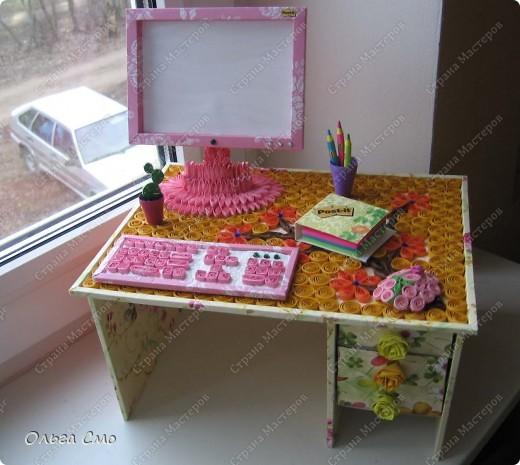 Вот такую работу сделала на заказ. Формат столешницы А4. Монитор, клавиатура и стол собраны из рамок. Рамки собраны из декоративного картона, который сделала при помощи салфеток и пищевой пленки.  фото 1