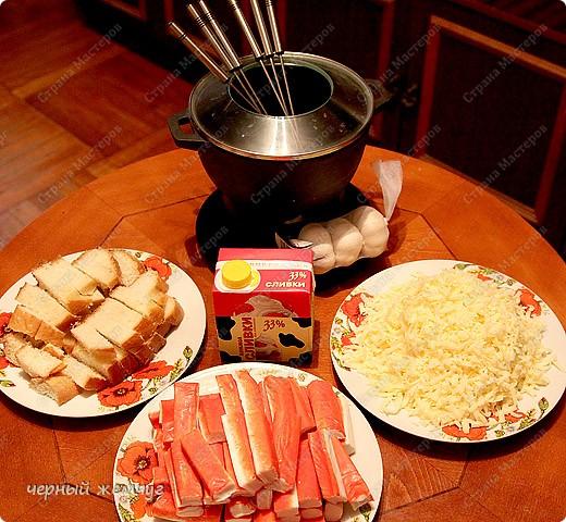 Сырное фондю с крабовыми палочками и сухариками. фото 2
