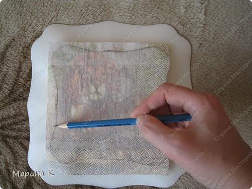 """Купила в магазине тарелочку симпатичной формы. Кроме тарелочки использовала 2 вида салфеток, контур по стеклу и керамике""""золото"""", акриловый глянцевый лак, клей ПВА, кисть, файл фото 2"""