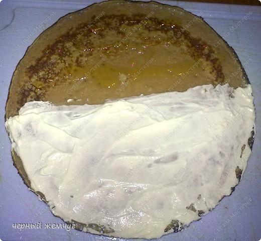 Для приготовления роллов потребуются: шоколадные блины, киви,  банан или клубника, сыр Буко и мед. фото 6
