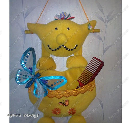 Вот такая получилась у меня смешная игрушка, для моей любимой  дочери. Для ее заколочек, расчесок и ободков. фото 2