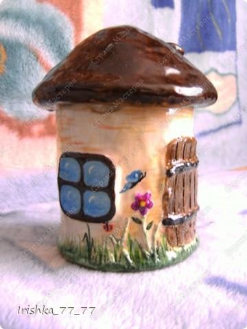 Воспользовалась интересной идеей создания шкатулки в виде грибочка с сайта http://likonsta.ucoz.ru/blog/kak_sdelat_shkatulku_master_klass/2010-06-03-459. Делала все так, как показано в мастер-классе. фото 2