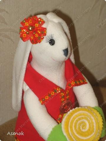 Зайка с цветком. фото 4