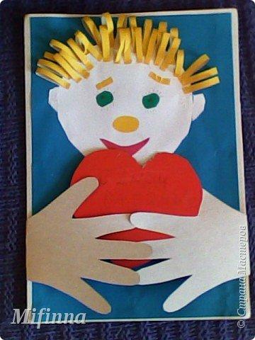 Вот такую открыточку с младшим сыном для старшего братишки сотворили. Ручки открываются, на сердечке пожелания для дорогого братика своей маленькой детской ручкой. фото 2
