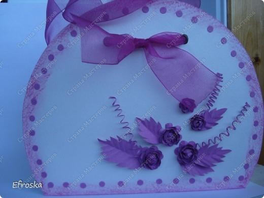 Наконец-то я доделала (довязала, доклеила, докрасила...) и вручила счастливым родителям маленький подарок для новорожденной принцессы! Фотографировала при дневном свете, но почему-то исказился цвет, на самом деле - это цвет фуксии. фото 3