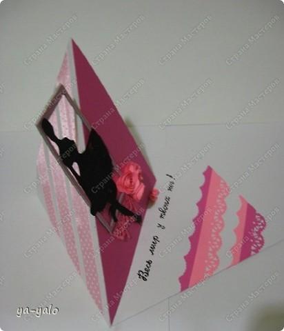 """Вот такая открытка у меня получилась  в результате совместного творчества с Людой  (Likmiass). Люда вырезала и прислала мне для """"последнезвоночных"""" открыток девичьи силуэты.!!!! Такого прецедента здесь, наверное, еще не было. Жители с разных концов страны  в совместном творчестве делают серию открыток. Она появляется на ваших глазах!!! Идеи советы - все идет в дело. СПАСИБО! С названием можно, конечно, поспорить. Но мне кажется, что это состояние души этого возраста, когда решительно все кажется возможным. Итак, открытка №6  ВЕСЬ МИР У ТВОИХ НОГ! Осталось - 9! Бриллиант (силуэт девушки), понятно, Людин. Оправа моя. фото 3"""